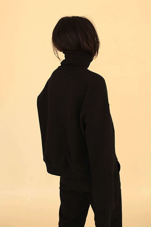 FOR HER. TURTLENECK SWEAT SHIRT - BLACK