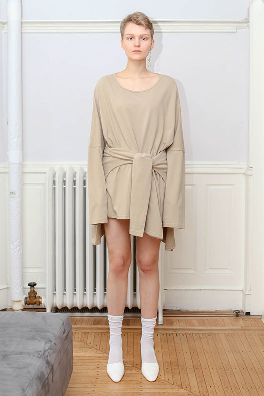 19 SS for her. SIDE SLIT COTTON T-SHIRT (beige)